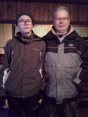 Segraren Jan-Ove med sonen Oskar